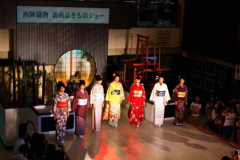 Nishijin Textile Center - Kimono Show