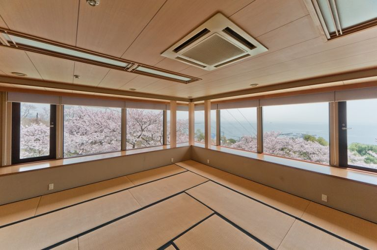Groovy Secluded Ryokan And Restaurant In Kobe Suma Kagetsu House Interior Design Ideas Philsoteloinfo