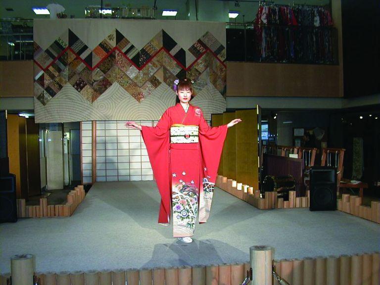 furisode kimono young woman wearing kimono japanese kimono All Japan Tours