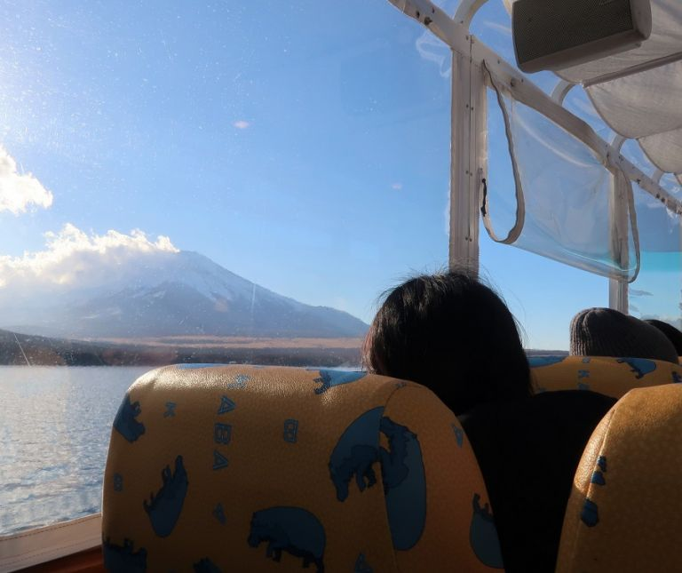 Kaba Bus Lake Kawaguchiko Tours of Mount Fuji Cruise on Lake Ashi Lake Kawaguchiko Tours Bus Tours Boat Tours Best Views of Mount Fuji Things to do near Mount Fuji Day Trip from Tokyo Mount Fuji